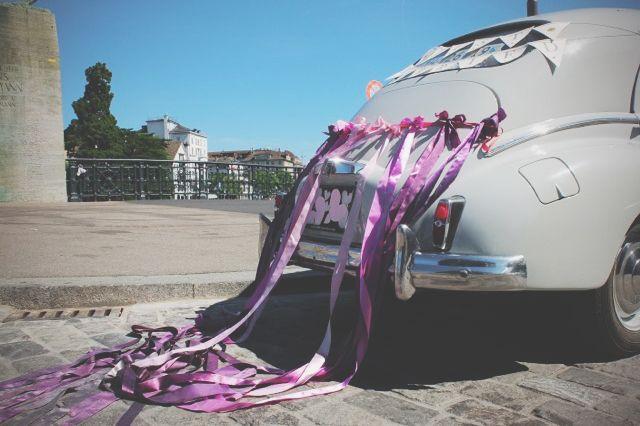 http://cudowianki.pl/zdobienie-auta/  Wedding car decorations by Cudowianki. | Dekoracje auta - girlanda i wstążki by Cudowianki.