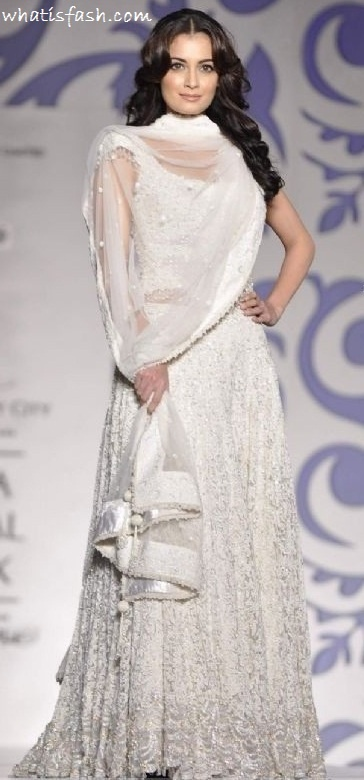 White Lehenga ~ Skirt with lots of embroidery