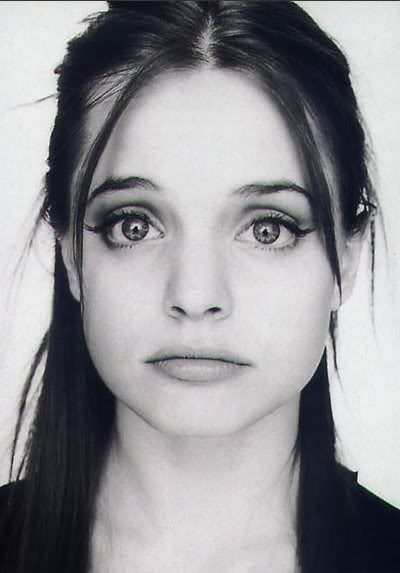 Mena Suvari- her eyes are the cutest most mesmerizing things!