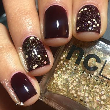 This fall nail art is simple enough for even the most beginner DIYer. The Glitter Accent Nails add a sense of festivity to a luxe burgundy base shade. http://thestir.cafemom.com/beauty_style/190335/fall_nail_art_10_pretty