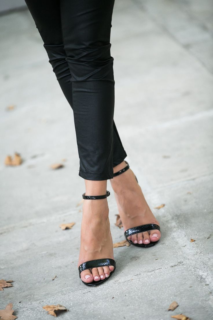 Regular fit. Croquet high heel sandals. One thin straps on the instep. Strap with buckle fastening on the ankle. Heel Height 10cm. https://www.modaboom.com/pedilo-kroko.html