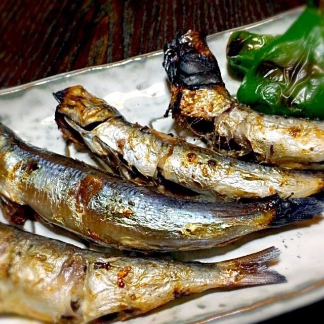 青物魚が大好きでウルメイワシを焼きました。 ピーマンの素焼きを添えて。 まるで、朝食メニューです。 の肴になりました。 - 114件のもぐもぐ - 朝食みたいな夕食 ①                                   うるめいわし by mottomatu