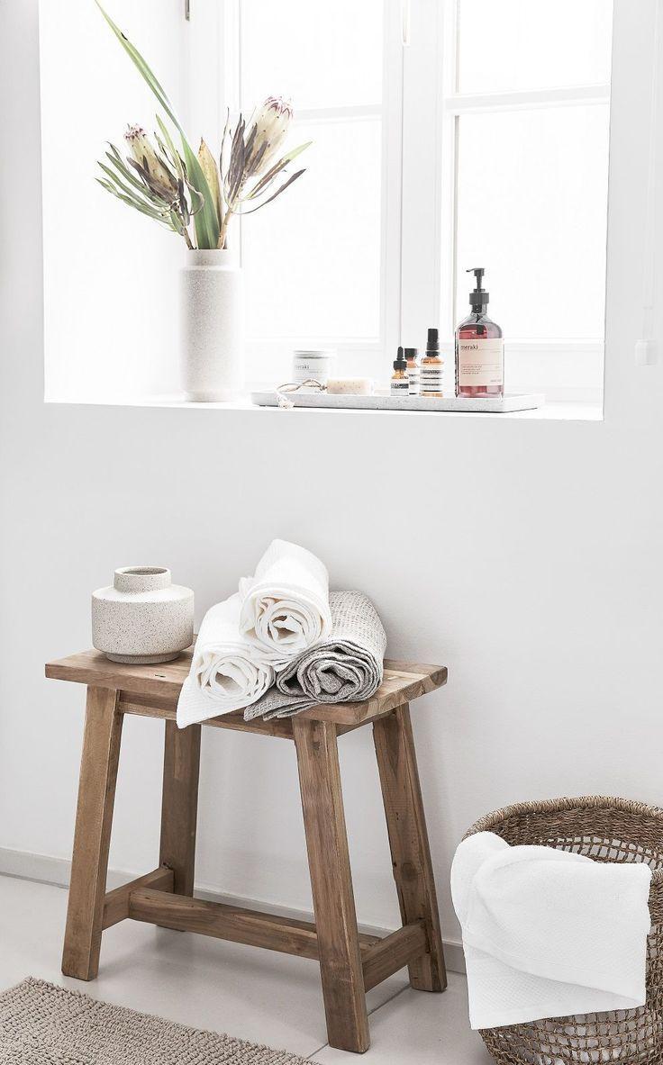 Was für ein Hocker ist das überhaupt! In diesem Badezimmer …   – Fensterbank ♡ Wohnklamotte