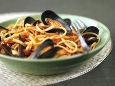 Pasta mit Tomatensugo und Miesmuscheln ist ein Rezept mit frischen Zutaten aus der Kategorie Muscheln. Probieren Sie dieses und weitere Rezepte von EAT SMARTER!