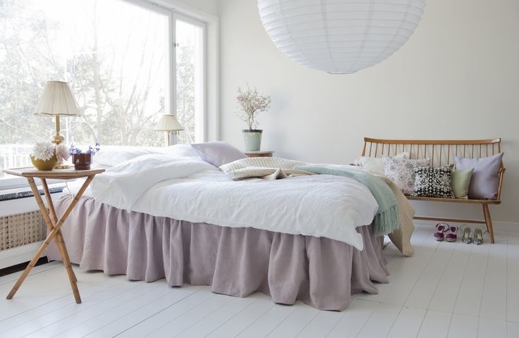 Pretty in Pink. Bed Skirt, Loose Fit Country style, in Rosendal Pure Wash Linen Lavender. Cushion Covers in Dusty Rose Panama Cotton, Gustavian Flowers Dusty Rose, New Baroque Chocolate Brown, Tea Green Belgian Linen Blend, Lavender Belgian Linen Blend. www.bemz.com