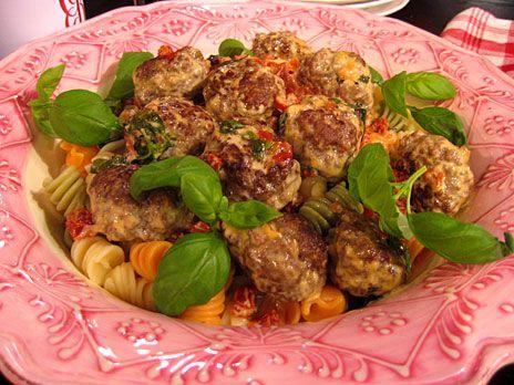 Små burgare med italiensk smak   Recept från Köket.se
