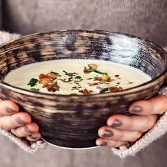 Kom in i rätt höststämning med dessa 11 goda soppor. Soppa är gott, lätt att laga och oftast snäll mot plånboken.