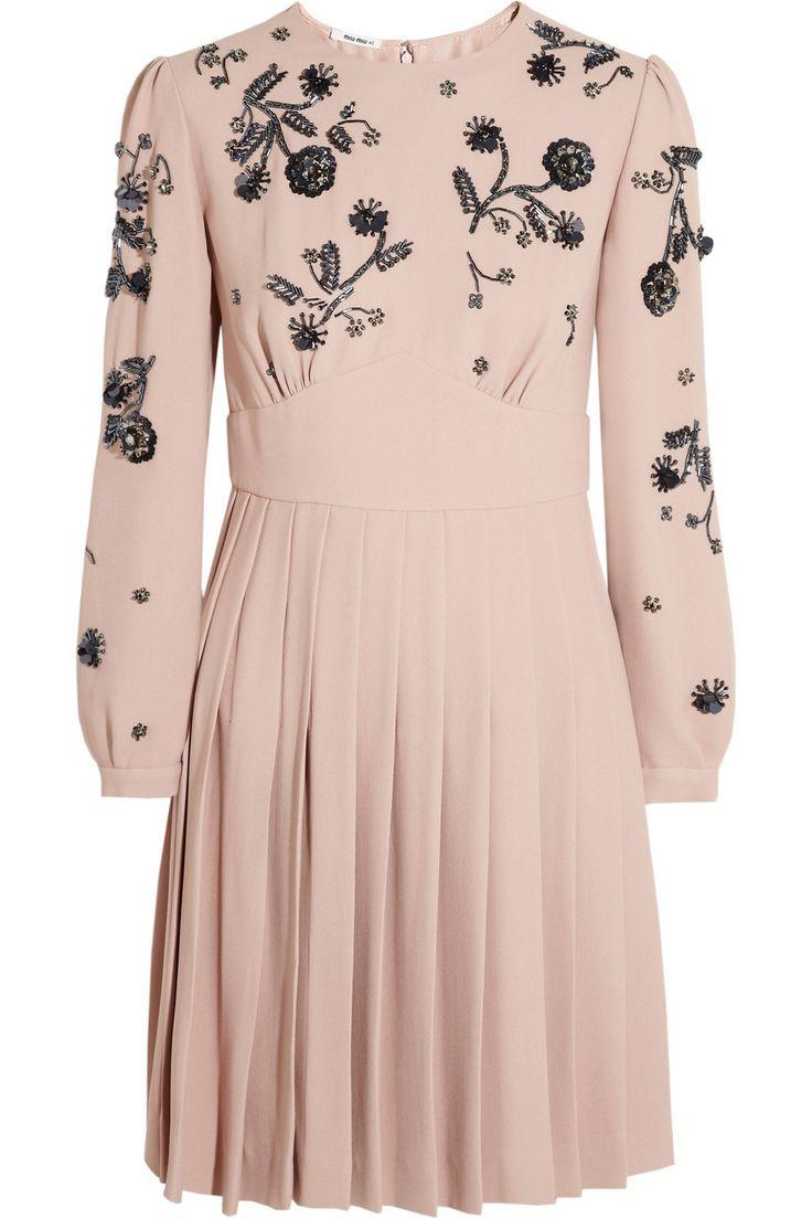 Vestido médio com aplicações florais