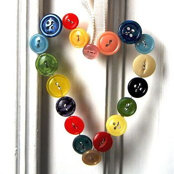 I'm thinking I should start a button collection so I can do all these button crafts! so cute