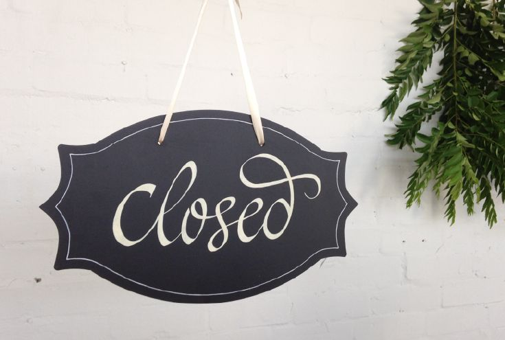 Let customers know you're closed for the day with a 40cm wide hanging blackboard. Double-sided with 'Open' on the back.