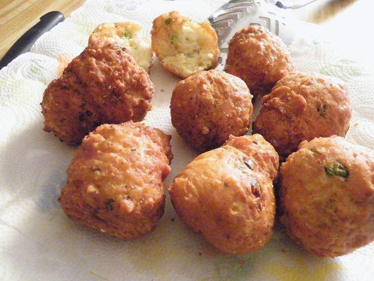 Receita de Bolinho de arroz simples da Valéria. Enviada por Valéria Joanne de Araújo Maranhão e demora apenas 25 minutos.