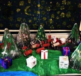Décors de Noël en papier, rouleaux de carton, magazines et boite a oeuf