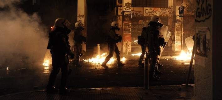 Νέες επίθεσεις σε αστυνομικούς στα Εξάρχεια -Με βόμβες μολότοφ και πέτρες
