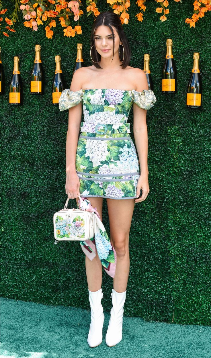 Kendall Jenner Style - Outfit Ideas to copy right now | off-the-shoulder dress