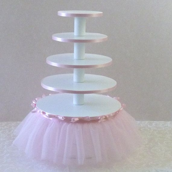 This pretty cake stand would be easy to DIY. I like that's it's not made of foam board and soup cans, which seems unstable.