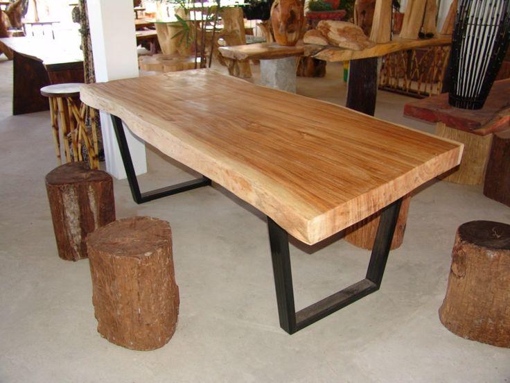 mesa moderna con superficie de madera