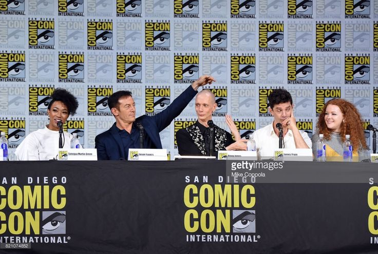 Actors Sonequa Martin-Green, Jason Isaacs, Doug Jones, James Frain, and Mary Wiseman attend 'Star Trek: Discovery' panel during Comic-Con International 2017 at San Diego Convention Center on July 22, 2017 in San Diego, California.