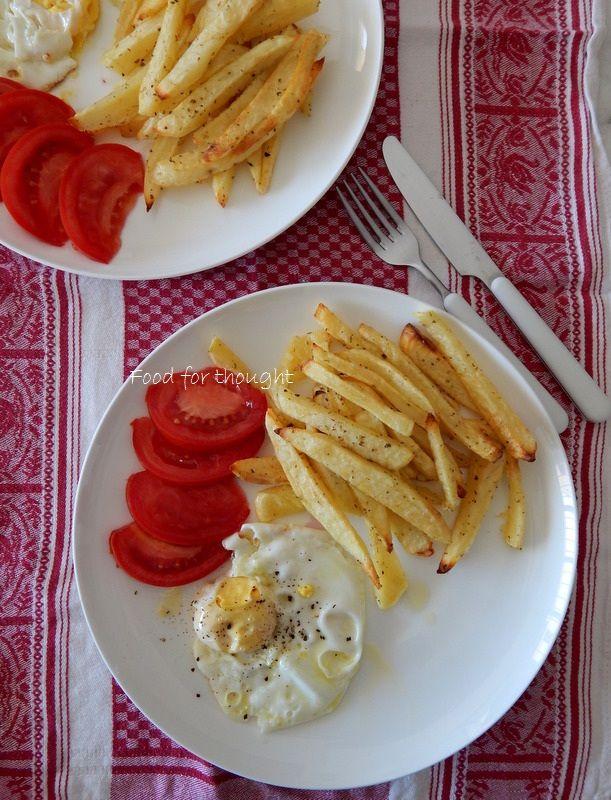 Τηγανιτό αυγό με τηγανιτές πατάτες στο φούρνο http://laxtaristessyntages.blogspot.gr/2014/10/tiganites-patates-sto-fourno.html