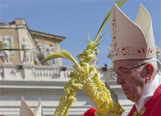 El papa bendice palmas y ramas de olivo, inicia Semana Santa - http://a.tunx.co/Fz2w6