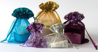 Organzazakjes met pailletjes leverbaar in de kleuren zilver, goud, rood, turquoise, lila en aubergine op www.organzastore.nl