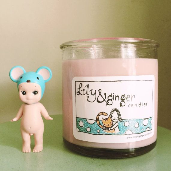 March special scent  Sweet Pea by LilyandGingerCandles on Etsy