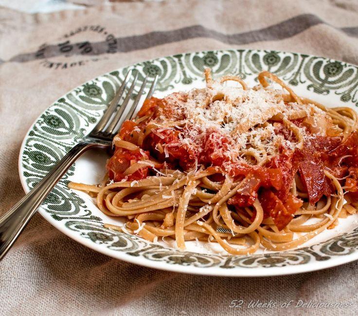 Valkosipulinen tomaatti-pepperonipasta