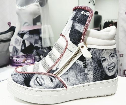 Ανοιξιάτικο sneaker στολισμένο με ύφασμα μεριλιν μονροε και στρασιέρες  http://handmadecollectionqueens.com/ανοιξιατικο-αθλητικο-παπουτσι-με-υφασμα-μεριλιν  #handmade #fashion #sneakers #footwear #storiesforqueens #women