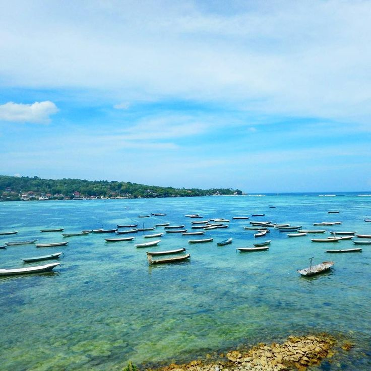 Standing on Lembongan, looking to Ceningan & out to sea. Love all the little fishing boats moored up, all moving in unison with the water. Next time I'll see if I can go out for a putt on one. Island hopping Bali style. Have you island hopped?