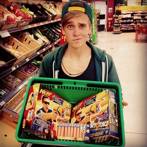 pointlessblogtv: Never go shopping with me and @Joe_Sugg