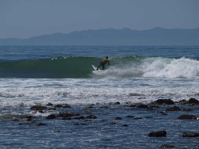 Rincon, Santa Bárbara, Estados Unidos É raro que a praia de Rincon, na cidade de Santa Barbara, esteja em suas condições ideais para a prática do surfe. Mas, quando isto acontece, Rincon se transforma num dos melhores spots de surfe de todo o litoral californiano, com direitas longas e profundas Foto: Rafal Prochniak/Flickr