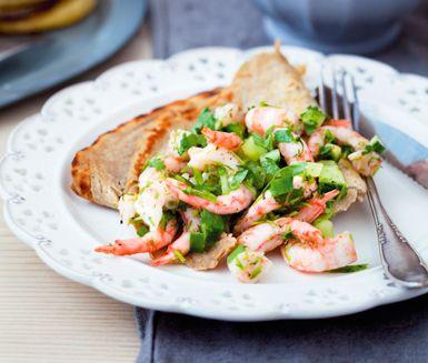 Galette är receptet på franska boveteplättar som förberedes på en knapp timme. Toppa galetterna med olika läckra röror som räksalsa med gurka och lime, rökt lax med dillkräm eller avokadoröra med bacon och tomat.