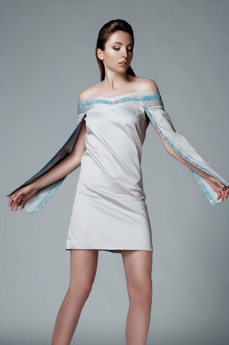 AUTHENTIC SILKS FROM JAPAN IN LEMICHÉ F/W 2016 COLLECTION - LIGHT GREY OPEN-SLEEVE MINI DRESS