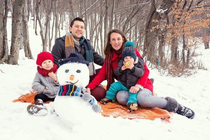 winter family time, winter kids, winter family photos, winter photo shooting, winter photos with kids, kids of winter, family photos, family with snowman, winter fun, winter picnic, winter photo shooting