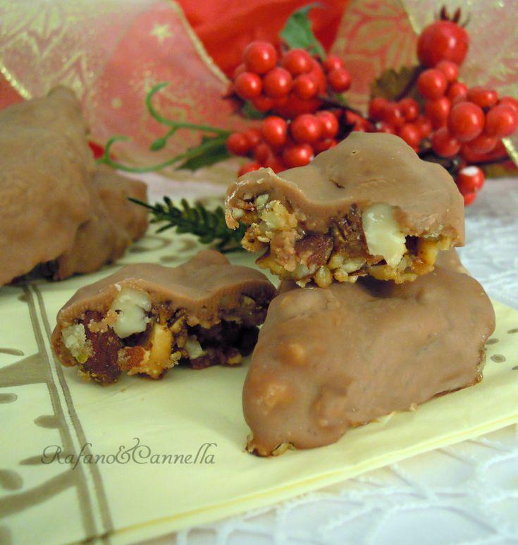 Torrone glassato al cioccolato  http://blog.giallozafferano.it/rafanoecannella/torrone-glassato-al-cioccolato/