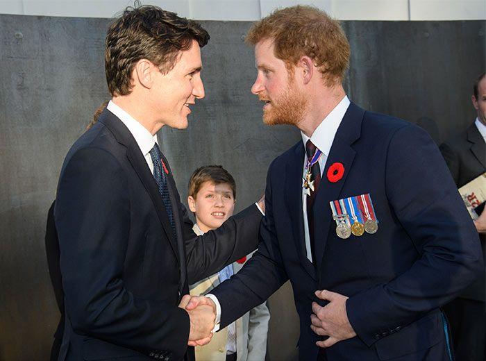 El Príncipe Harry, el Príncipe William y Justin Trudeau, el solemne encuentro de tres galanes