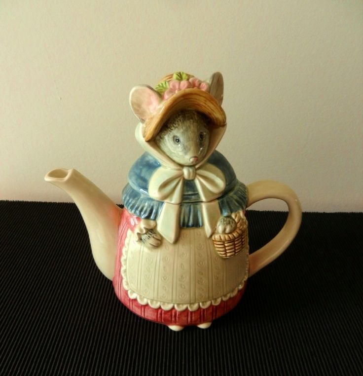 Collectible Teapots | Vintage Collectible Teapot / Grandma Mouse by TheWellSeasonedNest