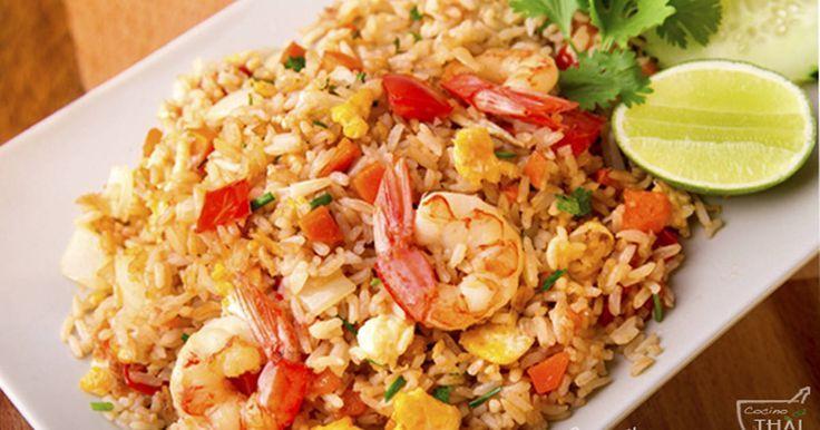 Fabulosa receta para Arroz frito con gambas( estilo Tailandés). Hoy os traigo una nueva receta de la cocina tailandesa, se trata de uno de los platos que más se comen en Tailandia, se puede preparar con una gran variedad de ingredientes, pero hoy me he decidido por hacer el que es sin duda alguna el favorito de los tailandeses, el Khao Pad Koong ó arroz frito con gambas.