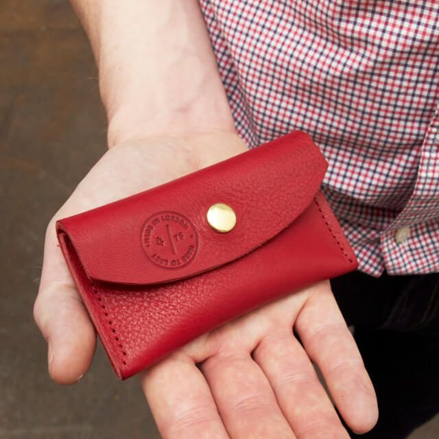 Gifts under £50  Rufus Coin Purse  The Rufus Coin Purse is made from soft supple Italian vegetable tanned leather from the beautiful region of Tuscany. Made to easily fit all your cards and loose change needs. Designed to fit easily in the back pocket of your favorite pair of jeans and the perfect companion for a night out. It comes with a secure popper fastening and eye catching embossing on the front and back.  Nette' leather goods are modern classics that offer you quality product that's…