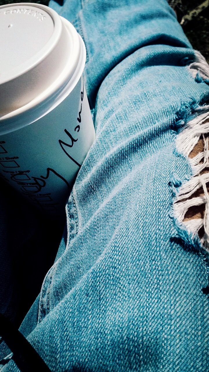 Starbucks soy latte and top shop ripped jeans.. when you coffee i introduces itself in Spanish ☕️🐒