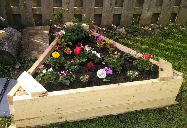 Triangle Raised Flower Bed Flower Garden Design Raised 640 x 480