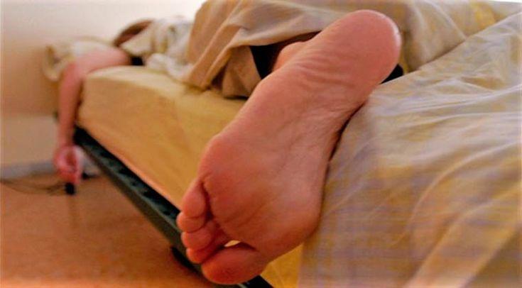Da próxima vez que te fores deitar para dormir, presta atenção aos seus pés. Durante a noite costumas colocar os pés para fora dos cobertores?