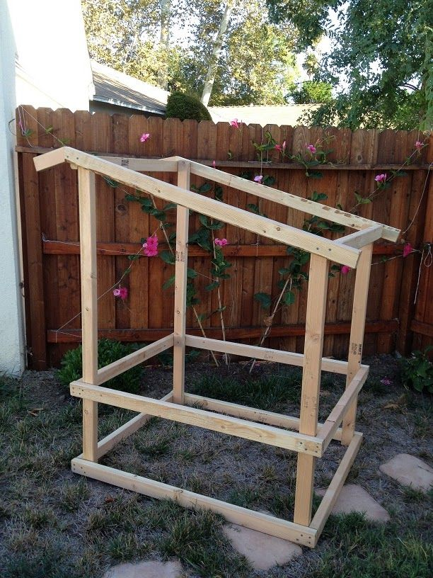 Best 25 easy chicken coop ideas on pinterest for Quick chicken coop