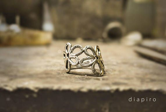 Silver Daisys Ring. Perfect for any outfit you want.    For further information you may have, or custom order feel free to send me a message.   All of my products are carefully handmade with authentic techniques of Goldsmithing such as Sawing - Forming - Rasping - Sanding - Soldering -