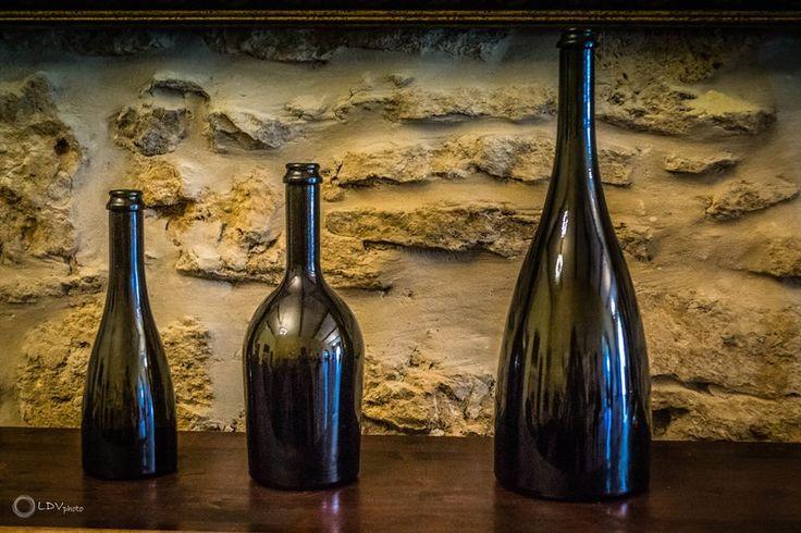 Старые бутылки вина
