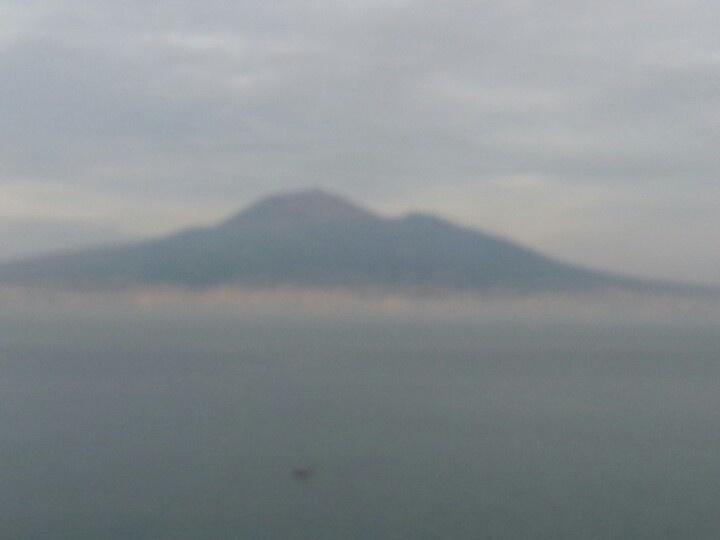 Il Vesuvio visto da Sorrento. ..mattina presto