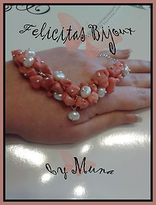 Corè Necklace Rich clusters of pink salmon bamboo coral chips and white cultured pearls natural ... A unique and unrepeatable, mermaid ... or rather goddess this summer ... In detail ... at the center of the composition of reef and sparkling pearls, there is a central pearl that goes down as a kind of bell! A simple and tiny chain, essential and discreet to enhance the beauty and importance of the middle part! The necklace is 50 cm long and is extendable up to 52 cm ...
