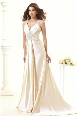 vネックストラップ床長さのウェディングドレス