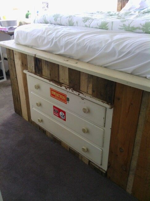 Chest of drawers inserted into end of pallet bed.