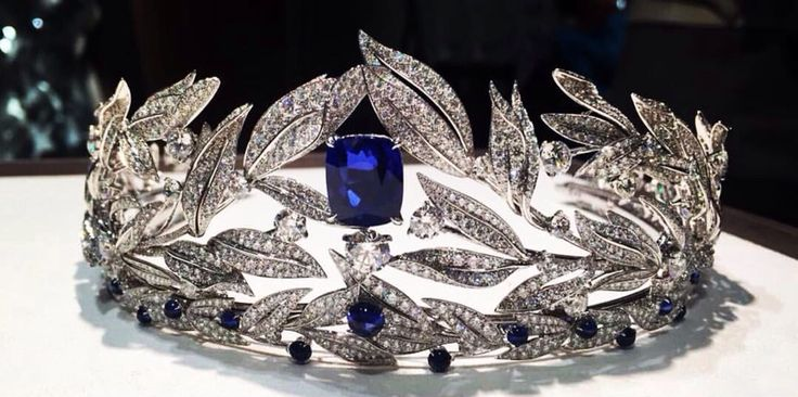 Finally Firmament Apollinien #tiara from #Chaumet's new #LaNaturedeChaumet…