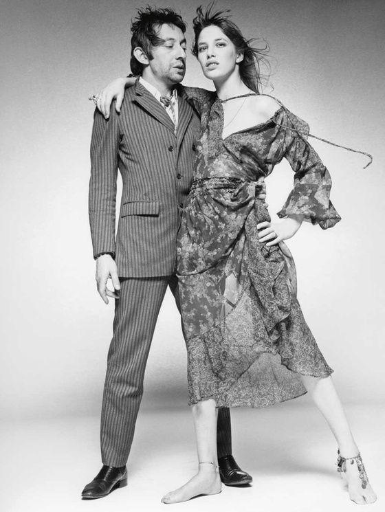1969 - À Londres, dans le studio du Sunday Time, le couple légendaire Serge Gainsbourg et Jane Birkin, amoureux tout simplement magnifiques devant l'objectif de Terry O'Neill au moment de la sortie de: Je t'aime, moi non plus...